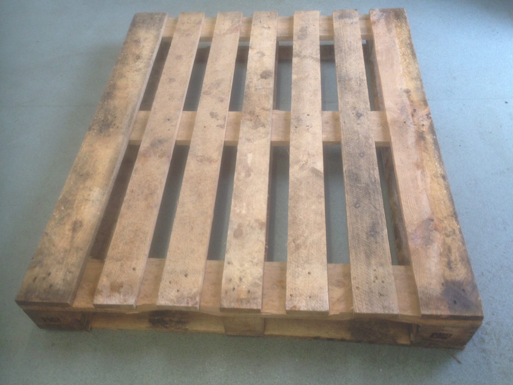 1000 x 1200 strapped pallet